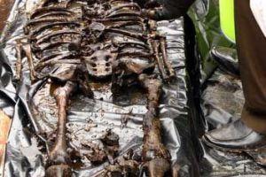 [图文]广州挖出400年女尸 墓主衣物残留金丝身份非一般