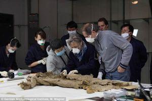 中国塔里木盆地的洋海古墓内发现3300年前裤子