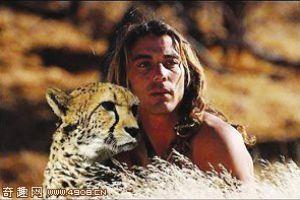 """[图文]法国奇男子懂""""豹语""""把猎豹当成家人"""