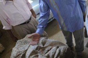 [图文]埃及发现拉美西斯二世巨石头像面部