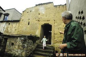 [图文]重庆日军昔日战俘营遗址已成猪圈 无人管理破损严重