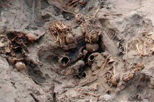 秘鲁惊现婴儿木乃伊墓葬 或为诡异宗教祭祀所致死