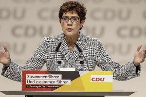 克兰普-卡伦鲍尔:默克尔女接班人,未来的德国总理?
