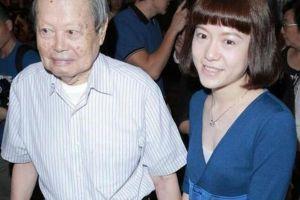 43岁翁帆与97岁杨振宁近照曝光,网友:越来越年轻了