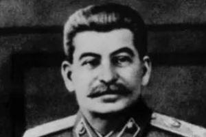 斯大林死前只穿了一条短裤,4字遗言令人泪目,8年后还被拖出火化