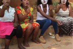 非洲女子第一次使用面膜,揭开面膜后,却再也无法淡定了