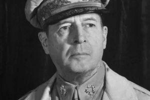 麦克阿瑟参加了一战二战及韩战,名气很大,为何被称水平一般