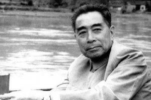 新中国成立时为什么要由周恩来兼任外交部长?