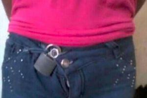 """女子裤子被""""上锁""""长达5年,报警后,真相让人无法理解"""