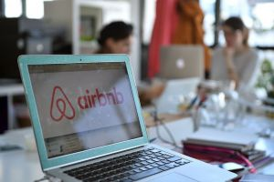【钛晨报】Airbnb拟于明年上市;苏宁818全程战报:美的、苹果分列家电3C第一