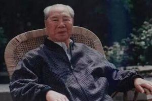 他是毛主席唯一连敬三杯酒的上将,曾送父母回乡:先尽忠,再尽孝
