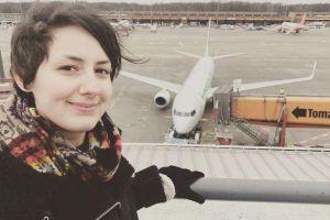 德国女子爱上一架飞机,每天抱零件入眠,说出愿望家人无语