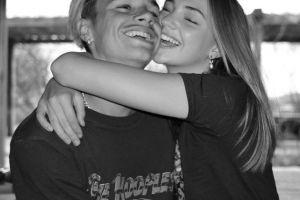 贝克汉姆次子罗密欧庆祝与女友相恋两周年,晒同框合影大秀恩爱!