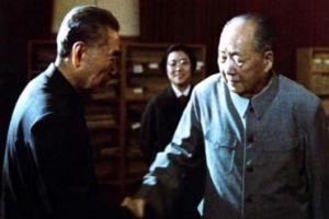 毛主席在谈笑间对调八大军区司令,邓小平心悦诚服:毛主席真厉害