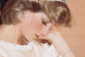 戴安娜嫁到王室很委屈,查尔斯欠她的,在凯特和梅根身上还了回来