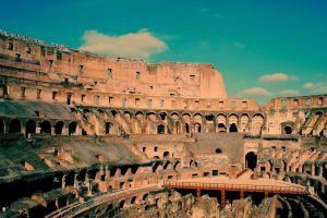 伟大属于罗马?这个皇帝给蛮族上贡,被俘后跪着为奴,死后被剥皮