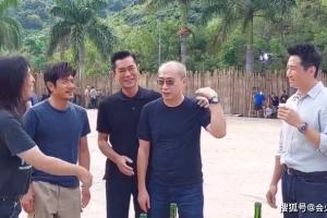 刘青云古天乐郭富城新电影杀青!现场开香槟庆祝,三人帅气不显老