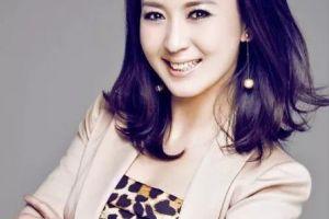 她被赵本山捧红,曾是二人转皇后,如今嫁给二婚刘老根老板!