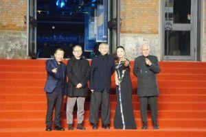 王俊凯担任平遥国际电影节评审,和赵涛、段奕宏一起走红毯人气旺!